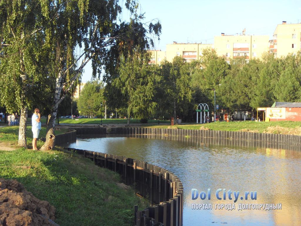 Пруд в городском парке